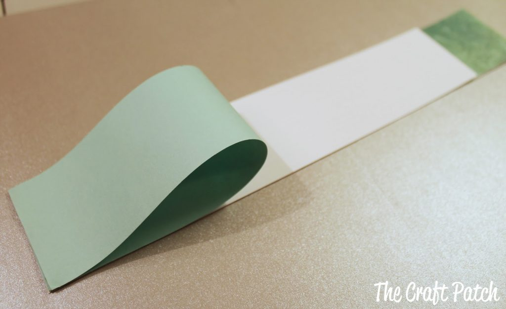 looping paper to make a shamrock