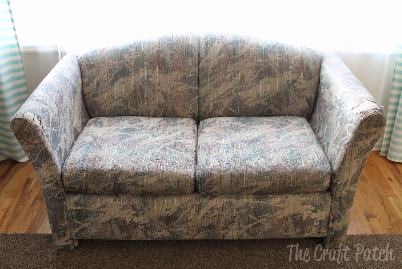 My Parents Found An Old, Ugly Couch For Free And Since We Had Nothing, We  Took It Home. Thereu0027s A Reason It Was Free, People. Look At It: