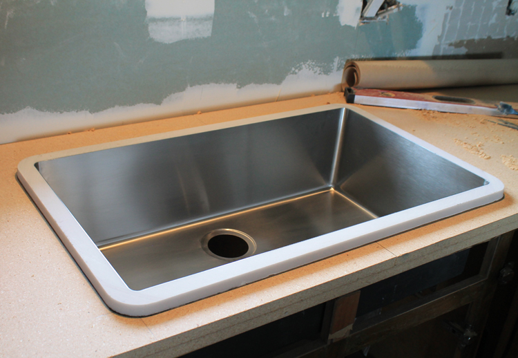 An Undermount Sink in Laminate Countertops ...