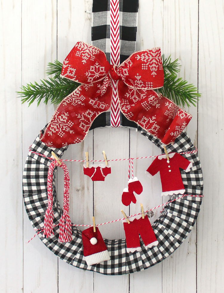 Santa's Laundry DIY Christmas Wreath - The Craft Patch