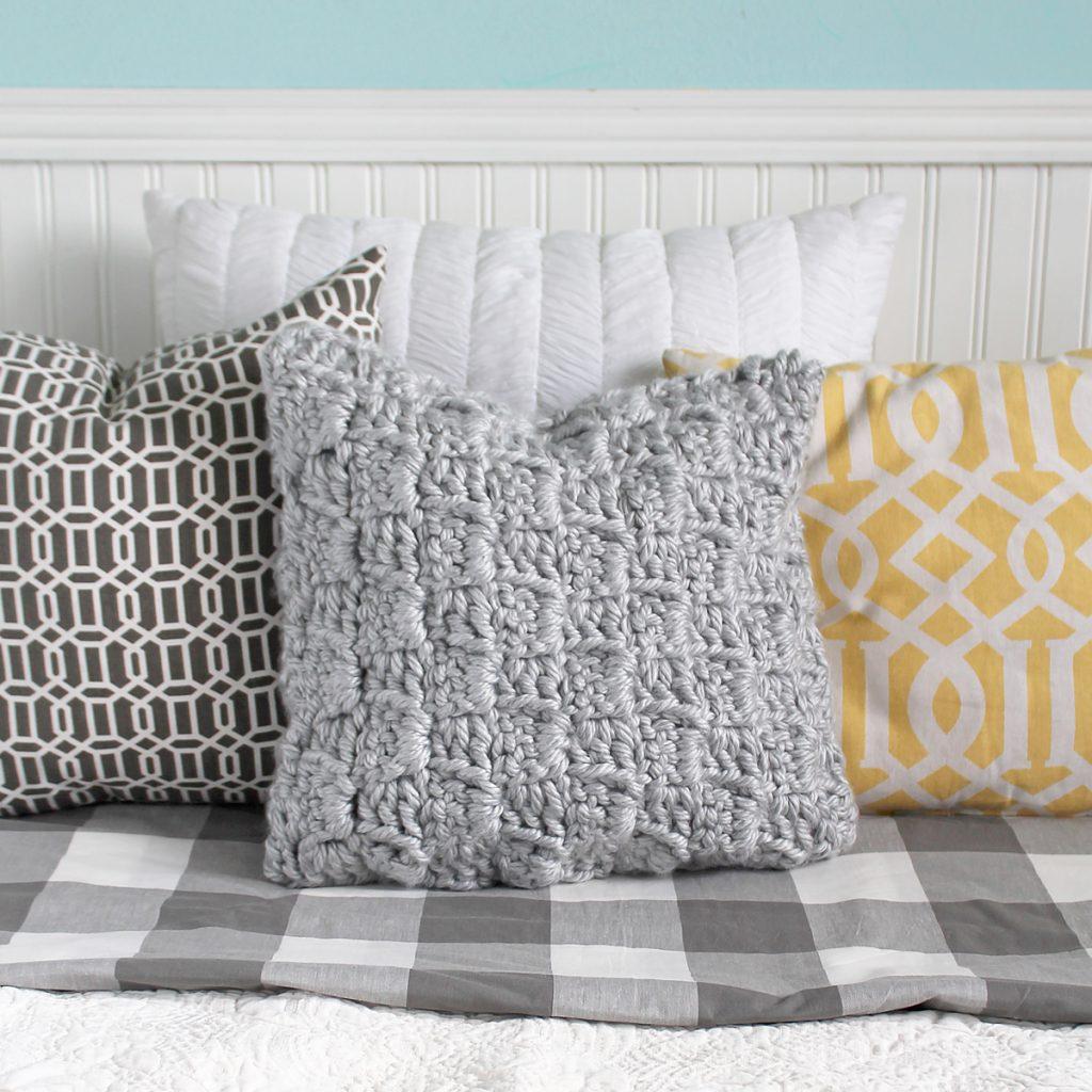 Free crochet pillow pattern using extra bulky yarn
