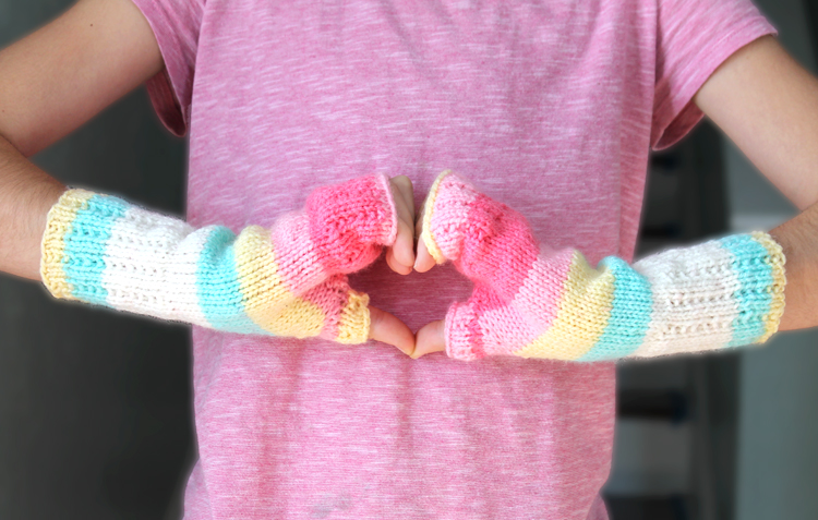 How to make fingerless mitts. Beginner's pattern