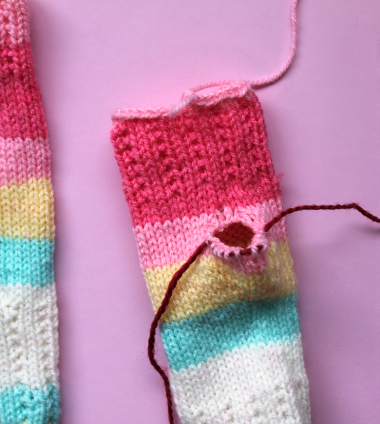 Using waste yarn in knitting patterns