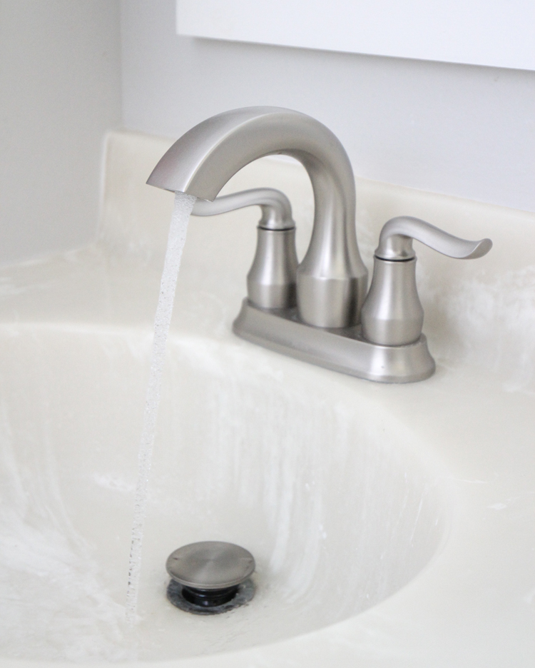 Easy install modern spot resist bathroom sink faucet