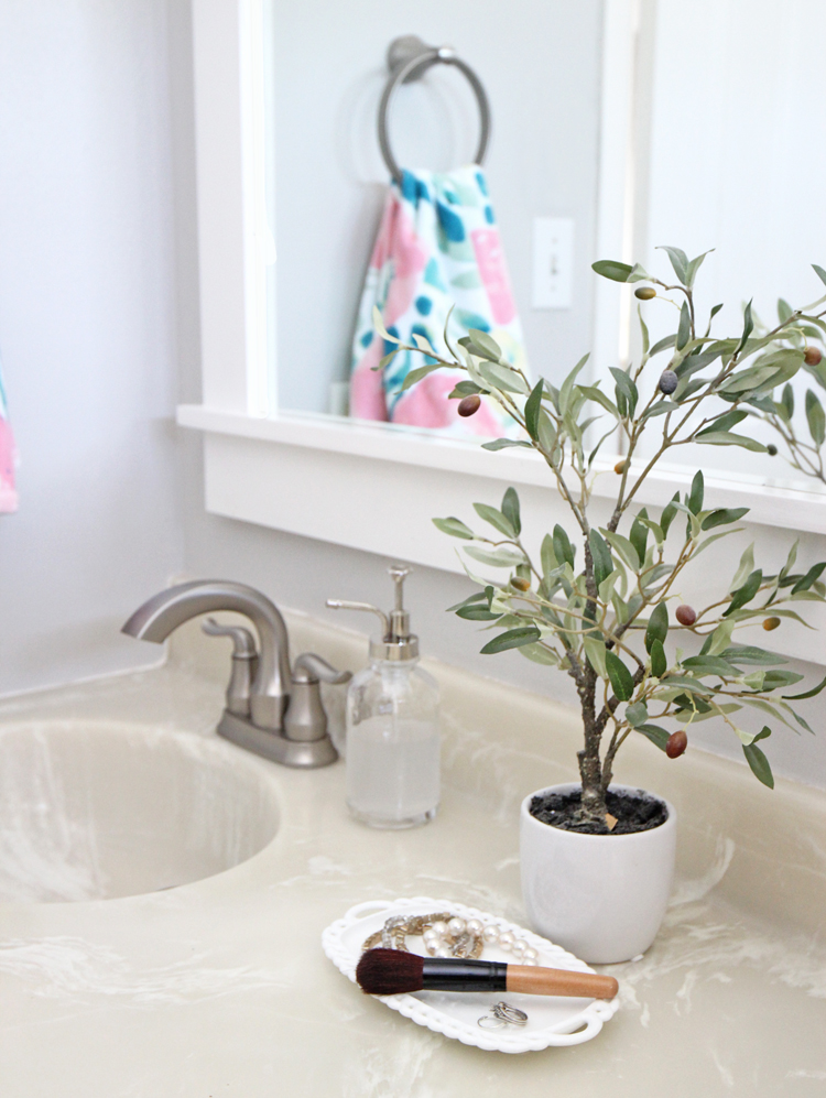 Bathroom decor ideas