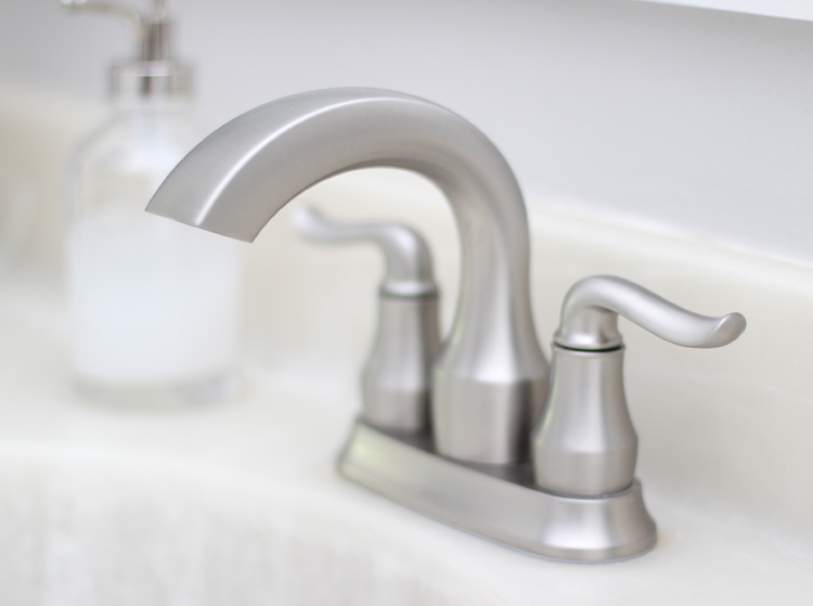 Bathroom fixtures that are easy to clean