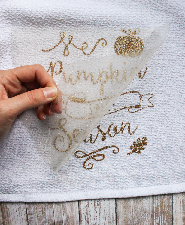 Create this pretty fall tea towel craft to decorate for fall