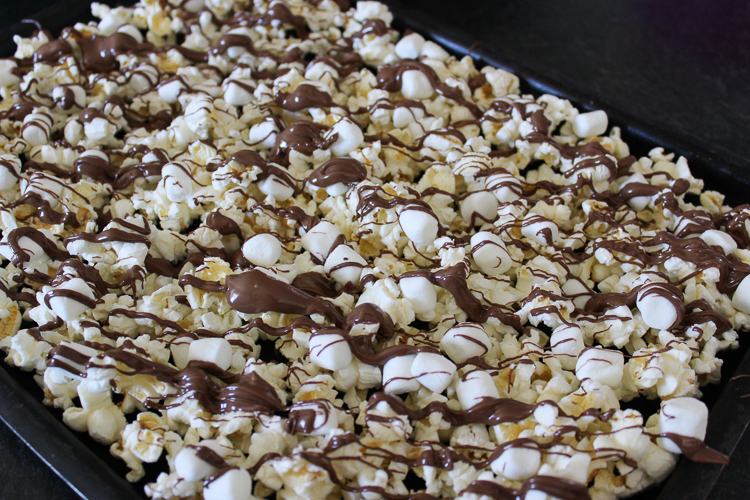 Easy recipe for sweet and salty chocolate covered popcorn