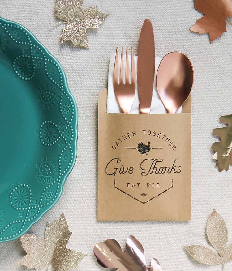 Make these Thanksgiving decorations to hold your silverware. An easy Thanksgiving craft