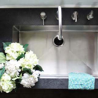 Can you have an undermount sink with laminate countertops?