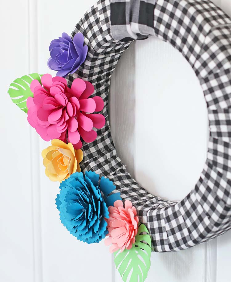 diy wreath with paper flowers