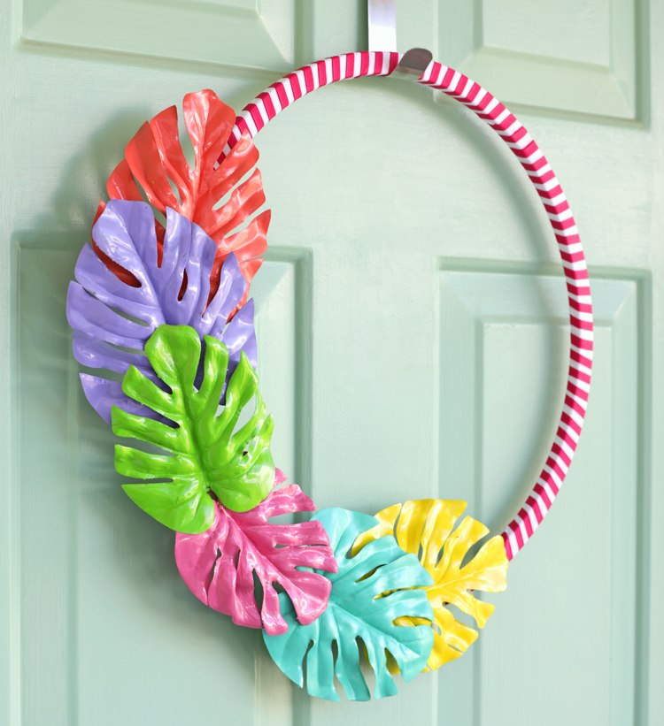 Painted Monstera Leaf Summer Wreath - thecraftpatchblog com