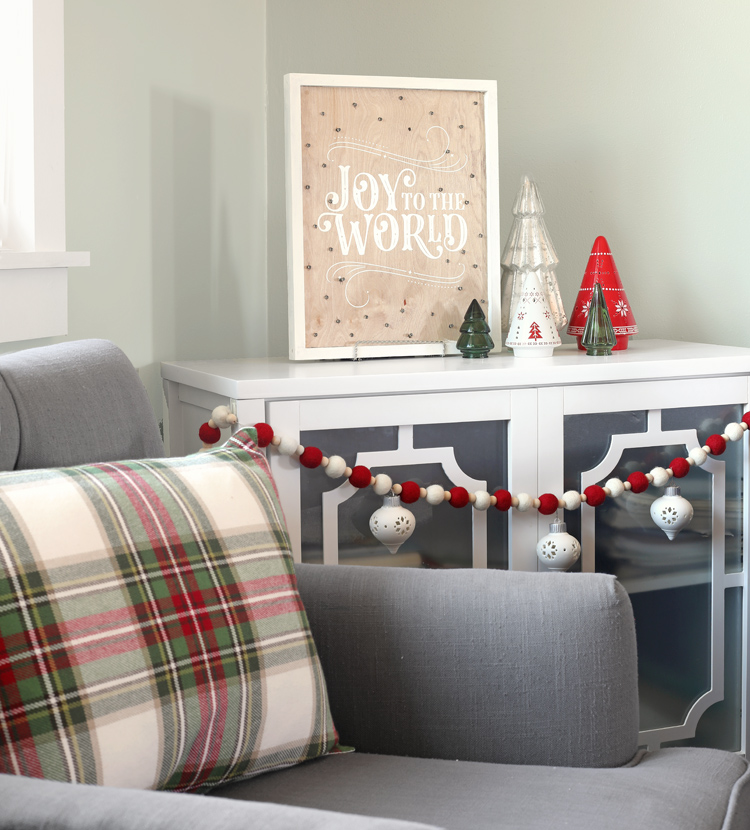 christmas DIY sign and DIY pillows