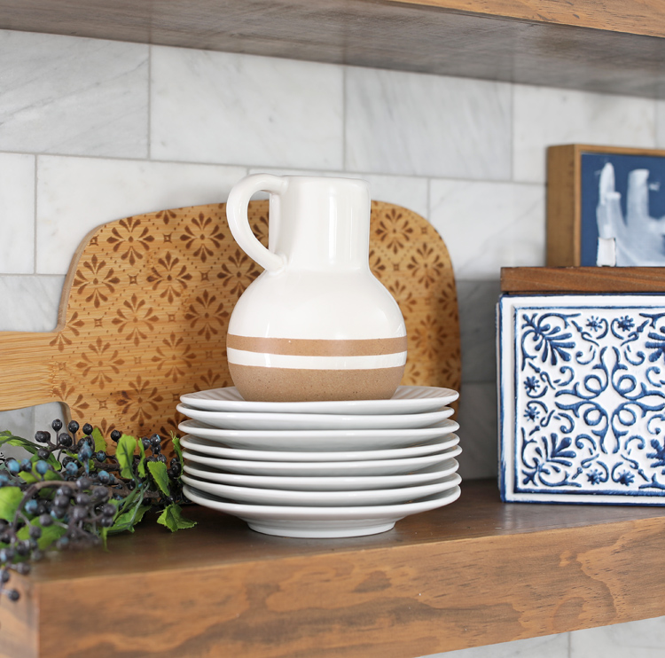 how to decorate the kitchen with stacked items